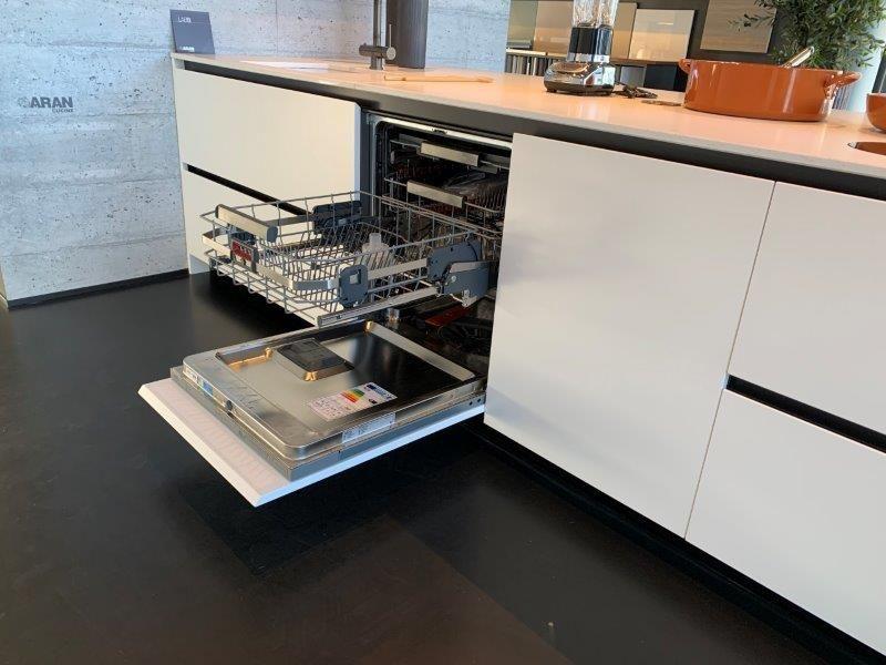 Italiaanse design eiland keuken mat wit gelakt