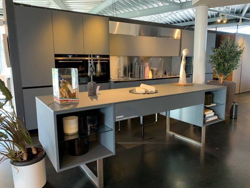Italiaanse design keuken met multiplex fronten