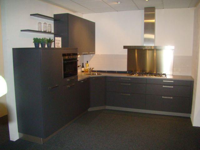 Antraciet Keuken : in antraciet 45598 een keuken uitgevoerd in de kleur antraciet